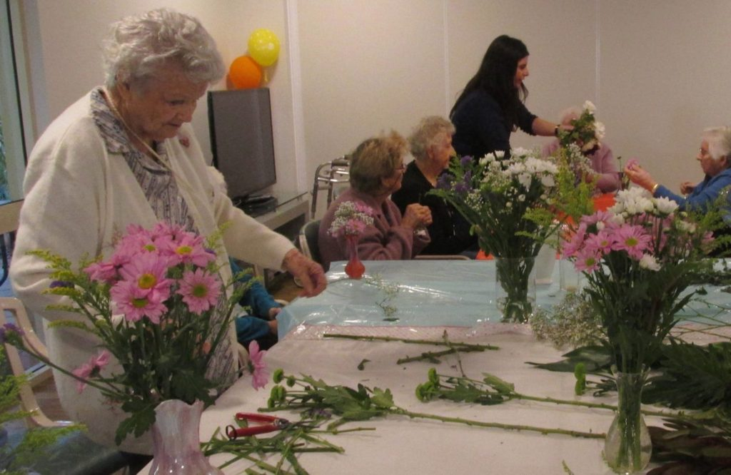 Regis Aged Care Bunbury 0 Leslie arranging flowers at lifestyle activities WA